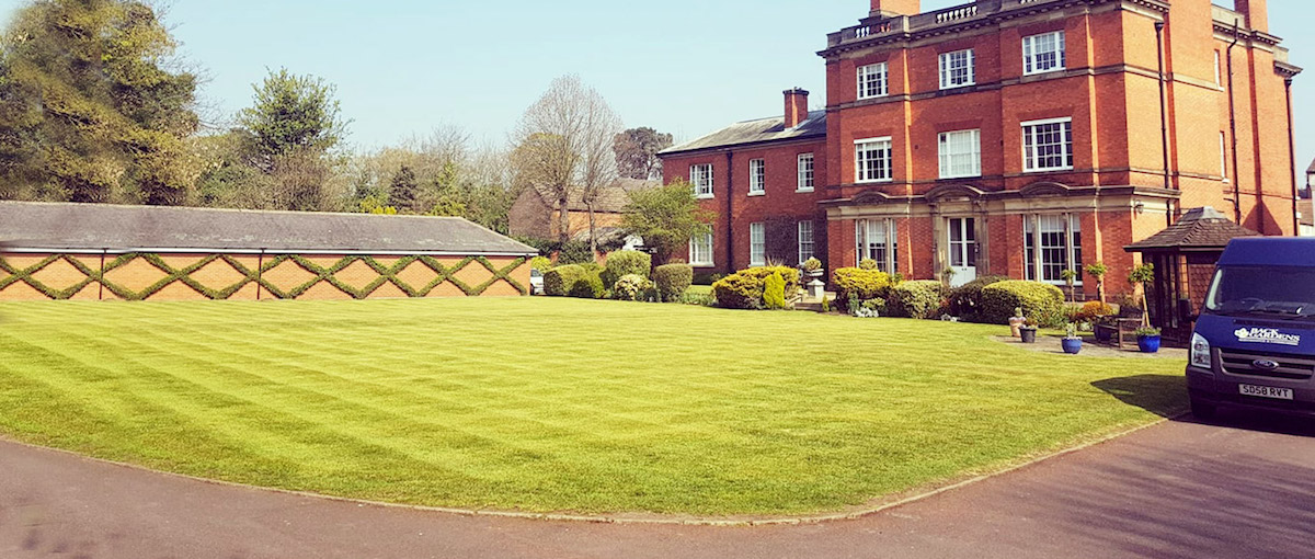 large garden lawn maintenance services in Leicestershire