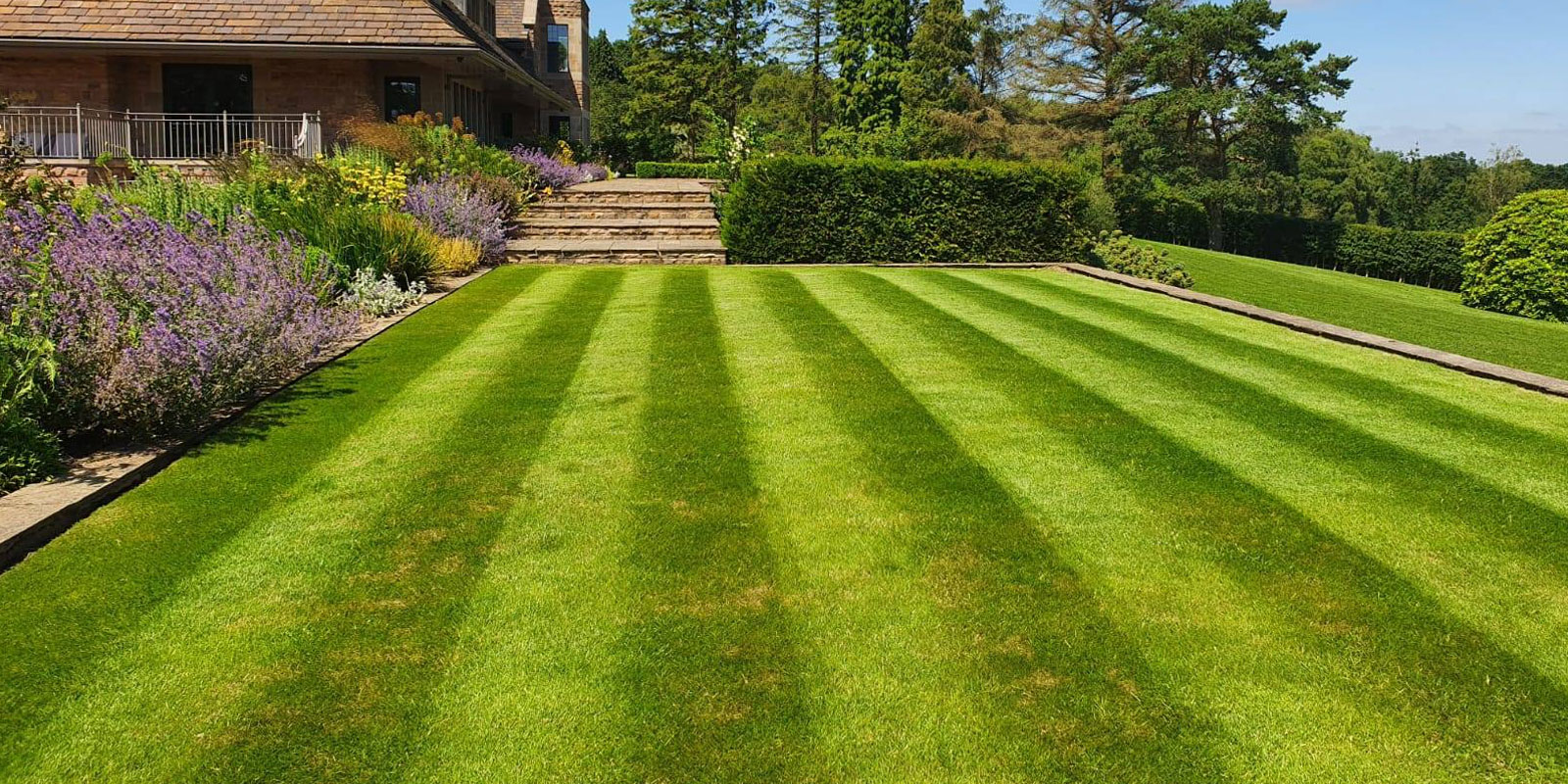 Maintenance of large gardens in Leicester
